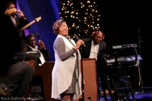 Le'Andria Johnson singing at 95.7 Hallelujah FM Worship Christmas.